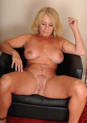 Adele mature saggy tits 2 4